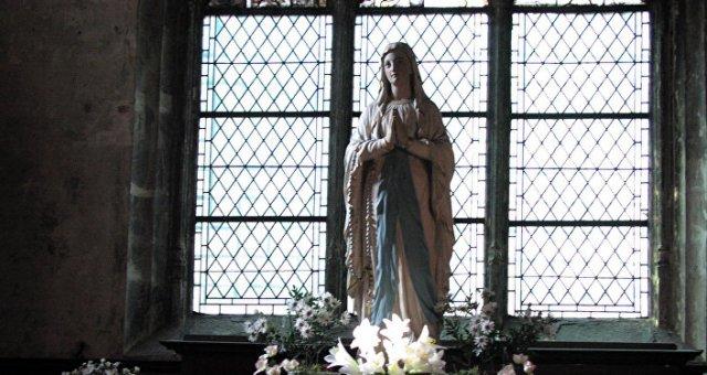 Estátua da Virgem Maria (arquivo)