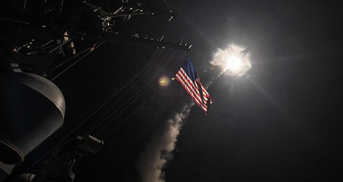 Ataque com mísseis dos EUA contra base aérea na Síria