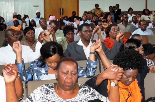 https://i2.wp.com/cdnfiles.umc.org/Website_Properties/news-media/images-2015/_pm-cache/zimbabwe-congregation-prayer-589x388.jpg