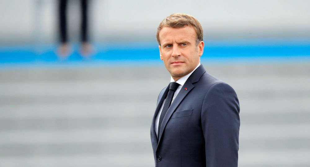 En larmes, un Gilet jaune ayant discuté avec Macron se défend