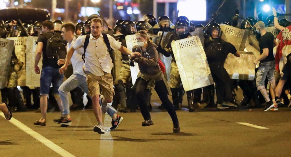 Nuit de manifestations après la présidentielle en Biélorussie