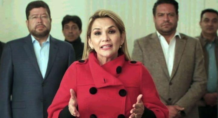 La Présidente par intérim de la Bolivie renonce à être candidate aux élections d'octobre