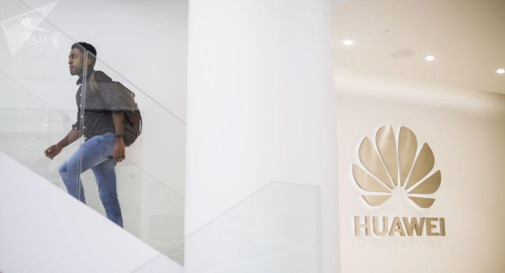 Dans les pas des USA, le Royaume-Uni fait volte-face et bannit Huawei dans le déploiement de sa 5G
