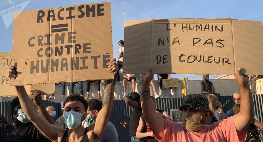 Manifestations à Paris contre les violences policières