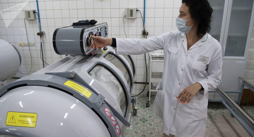 Un médecin raconte comment se passe un traitement efficace du coronavirus en chambre sous pression