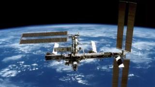 Un cosmonaute russe perce le mystère des objets lumineux survolant la Terre
