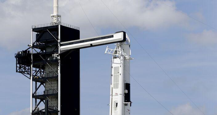 Fusée Falcon 9 SpaceX sur le pas de tir 39A au cap Canaveral