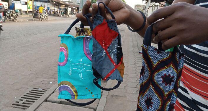 Les masques de protection du styliste Saint-Addy, au Togo.