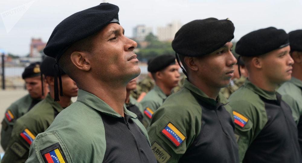 Des militaires vénézuéliens détruisent un avion de trafiquants de drogue immatriculé aux États-Unis