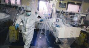 En Tunisie, les hôpitaux au bord de la saturation: «Nous serons contraints de choisir qui vivra et qui mourra»