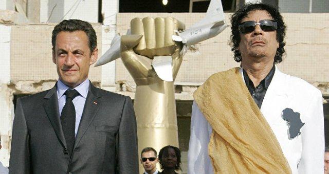 Nicolas Sarkozy et Mouammar Khadafi en 2007