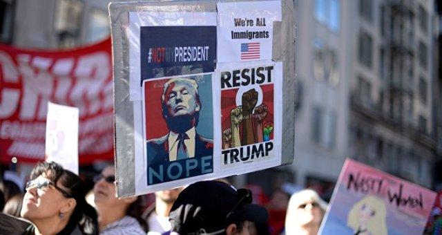 Les manifestants anti-Trump prennent de la hauteur