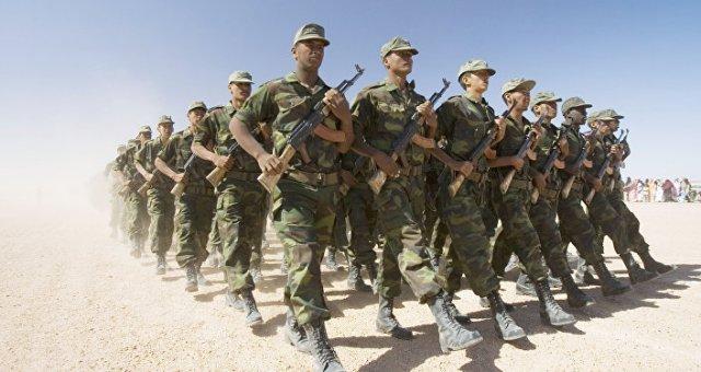 Des soldats du Front Polisario en parade