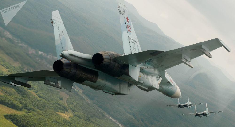Interception d'un avion de patrouille américain près de la frontière russe par un Su-27 – vidéo depuis le cockpit