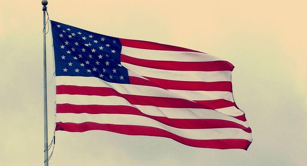 Un orage déchire le plus grand drapeau américain du monde – photo