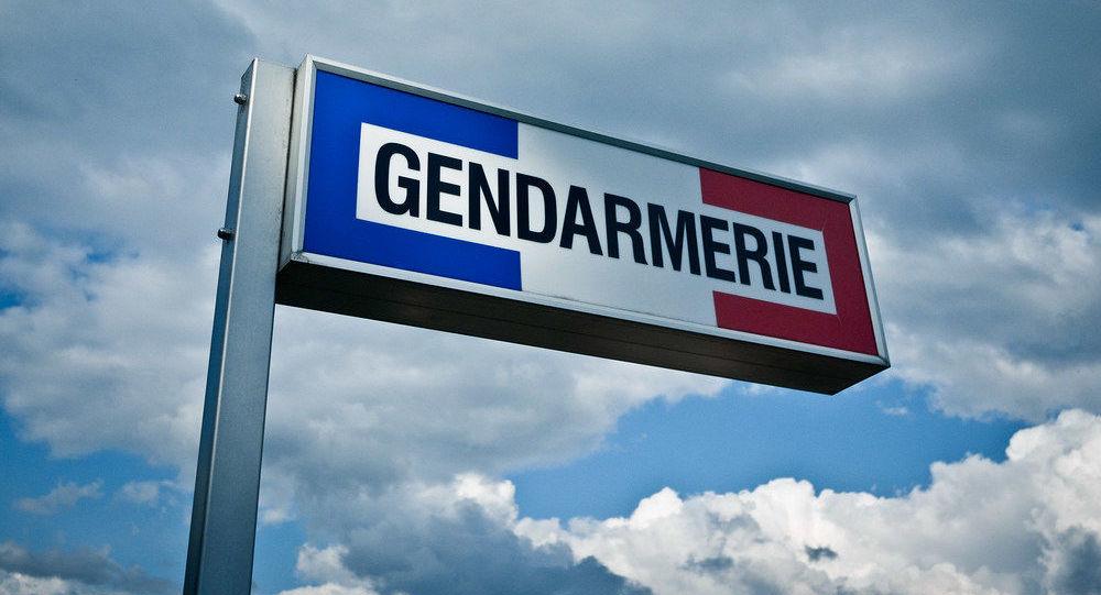 Il se rend à la gendarmerie avec le corps de son ex-compagne poignardée à mort