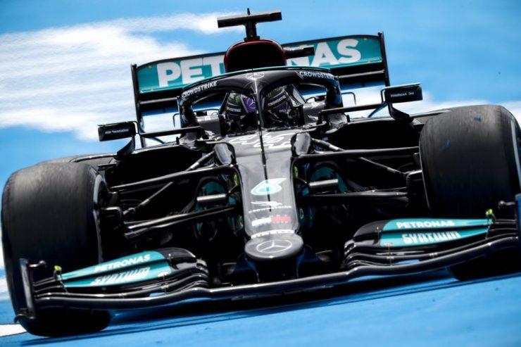 """Será que Hamilton e a Mercedes poderão """"desvirar"""" esse jogo? (Foto: reprodução / Twitter / @MercedesAMGF1)"""