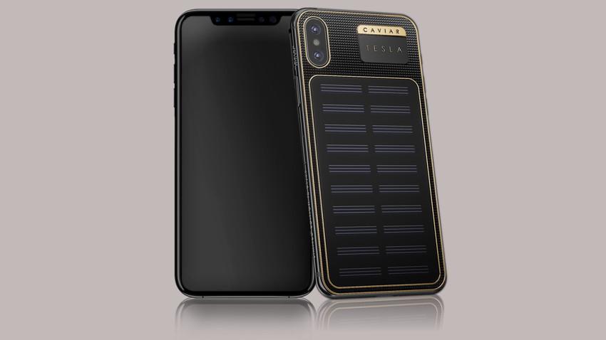 Modelo del iPhone X que puede recargarse utilizando un panel solar.