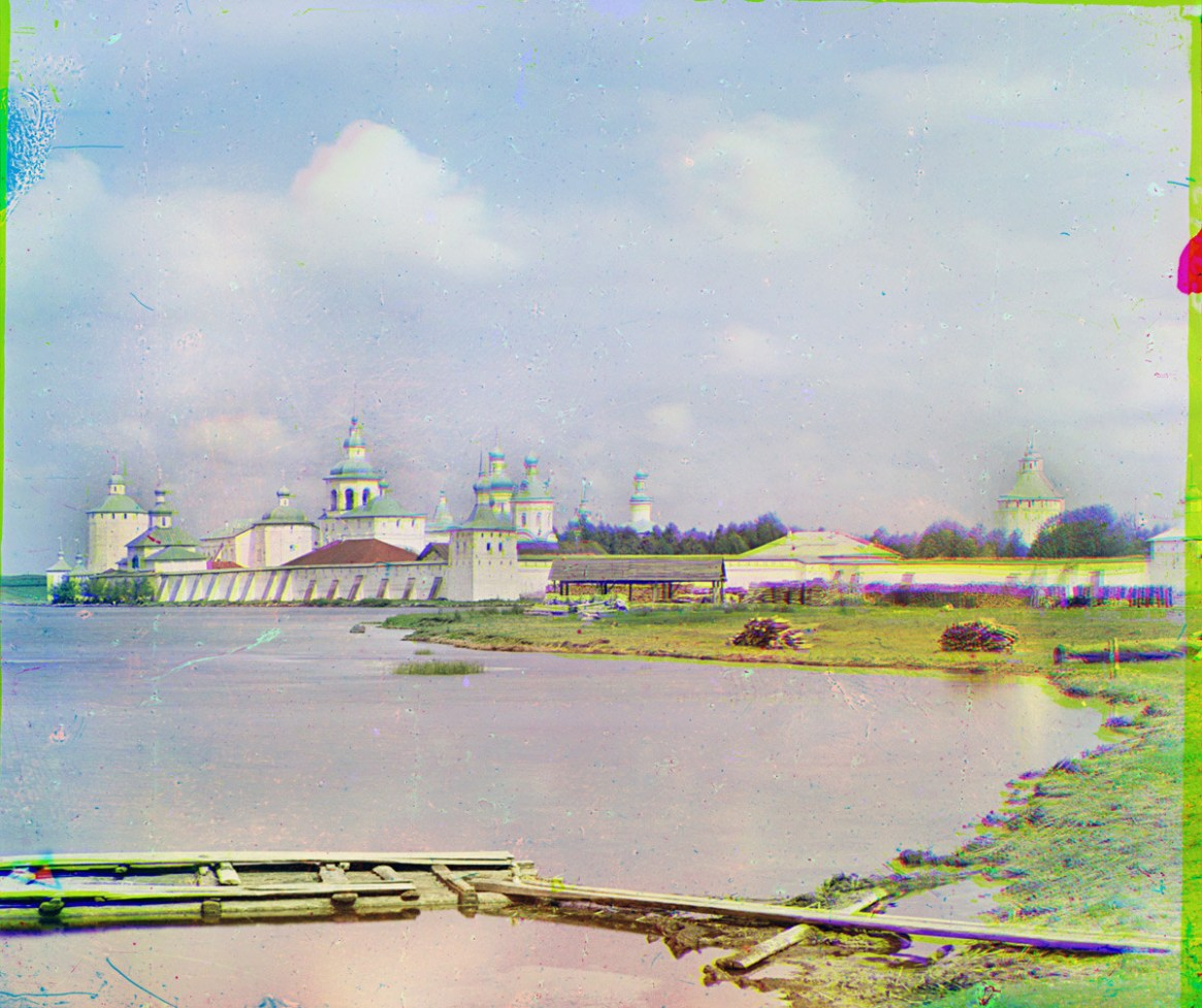 St. Kirill-Belozersky Monastery, southeast view from Siverskoe Lake. Dormition Cathedral in center with dome directly above square corner tower (Svitochnaia Tower). Summer 1909.