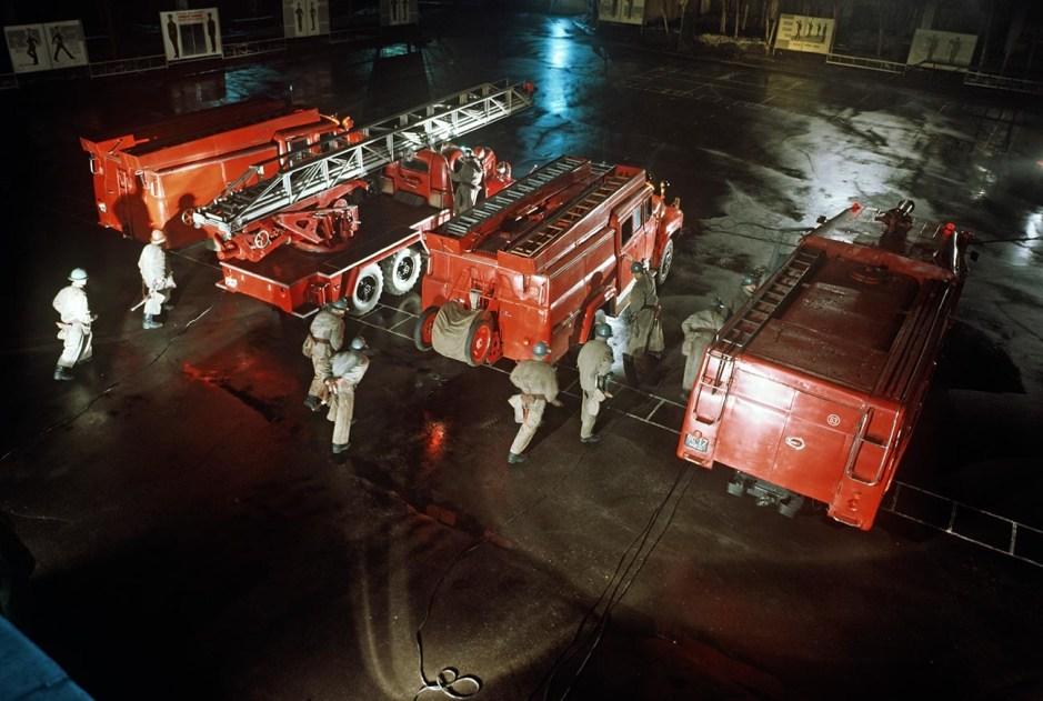 """El comandante de los bomberos soviéticos se acercó a Toon y le pidió permiso para subir al ático.  """"Dejad que arda"""", respondió el embajador."""