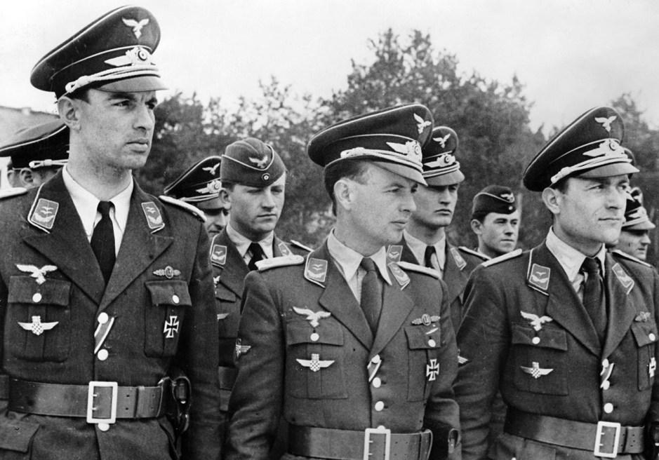 Pilotos de la Luftwaffe con la Cruz de Hierro I.