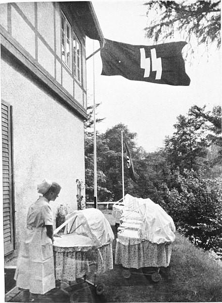 Enfermera en un hogar Lebensborn
