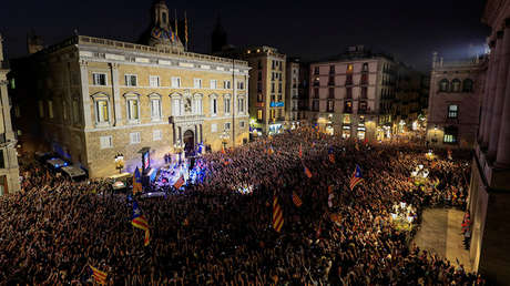 Celebración en Barcelona después de que el parlamento catalán declarara la independencia, 27 de octubre de 2017.