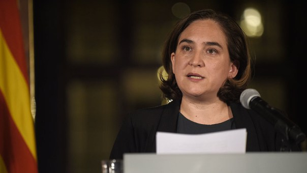 "La alcaldesa de Barcelona acusa a Puigdemont de llevar a Cataluña ""al desastre"""