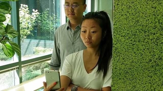 ¡Alerta, intruso!: Los teléfonos de Google aprenden a detectar quiénes espían la pantalla (VIDEO)