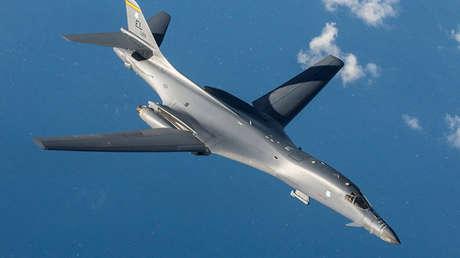 Un bombardero estratégico estadounidense Lancer B-1B