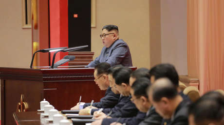 El líder norcoreano Kim Jong Un pronuncia un discurso.