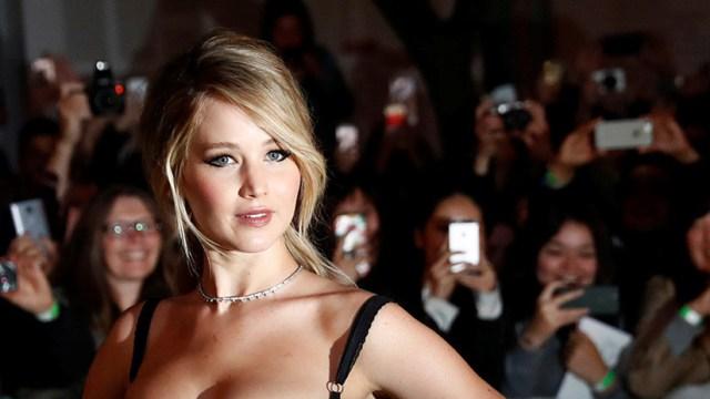 VIDEO: Jennifer Lawrence 'secuestra' la megafonía de un avión para pedirle esto a los pasajeros