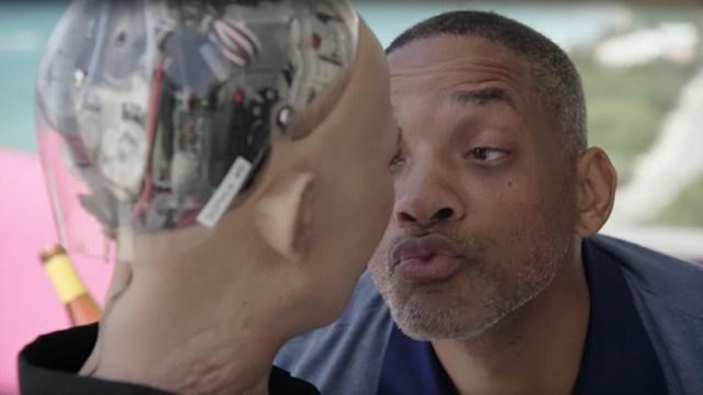 VIDEO: Will Smith sale humillado de su desastrosa cita romántica con la robot Sofía