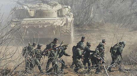 Soldados del Ejército sirio durante una operación en la ciudad de Duma, el 19 de noviembre de 2015.