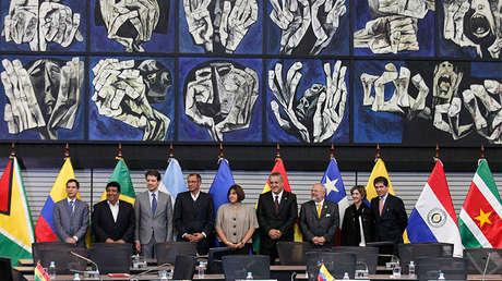 Delegaciones de exportadores de petróleo de Colombia, Ecuador, México y Venezuela en una cumbre de la Unasur en Quito, el 8 de abril de 2016.
