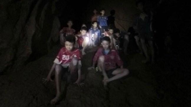 Finaliza la operación de rescate de los niños futbolistas y su entrenador de la cueva en Tailandia