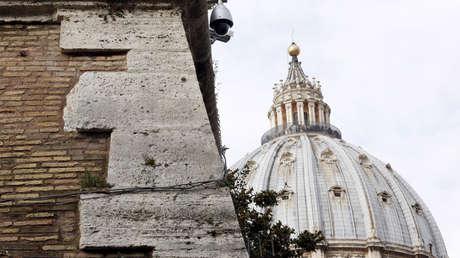La cúpula de la Basílica de San Pedro se ve en el Vaticano, 14 de marzo de 2016.