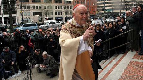 El cardenal Theodore McCarrick, arzobispo de Washington, cerca de la catedral de San Mateo Apóstol en Washington D.C., el 3 de abril de 2005.