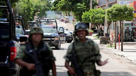 Soldados montan guardia en una calle en Culiacán, Sinaloa, México, 9 de septiembre de 2018.