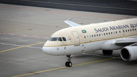Resultado de imagen para Un avión aterrizó de emergencia porque una pasajera olvidó a su bebé