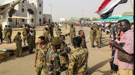 El Ejército de Sudán derroca al líder que gobernó ese país durante casi 30 años