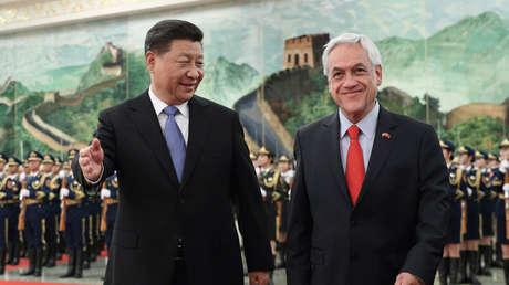 Los presidentes de Chile y China, Sebastián Piñera y Xi Jinping, en una ceremonia en el Gran Palacio del Pueblo en Pekín, 24 de abril de 2019.
