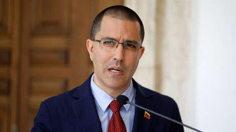 El canciller de Venezuela, Jorge Arreaza, habla con los medios en Caracas, 12 de enero de 2019.