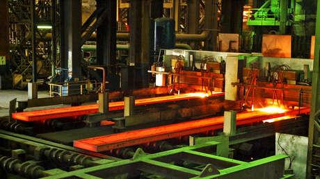 Trump restaura los aranceles a las importaciones de acero y aluminio desde Brasil y Argentina