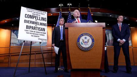 El Comité de Inteligencia de la Cámara de Representantes de EE.UU. aprueba el informe sobre 'impeachment' contra Trump