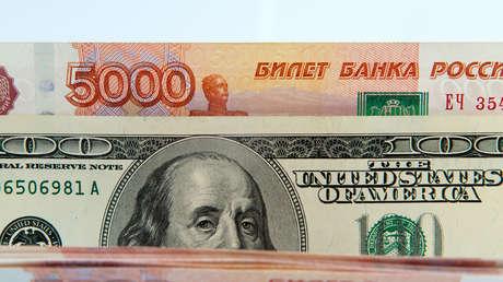 """Lavrov: """"Rusia continúa su política hacia la desdolarización gradual"""""""