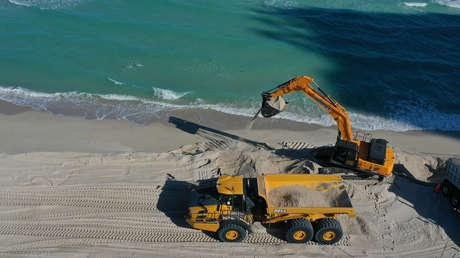 FOTOS: EE.UU. vierte toneladas de arena al día en las playas de Miami Beach para luchar contra la erosión