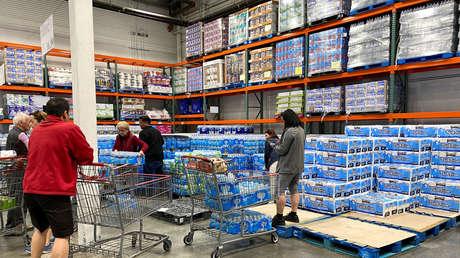 Estadounidenses cruzan la frontera para comprar papel higiénico en México
