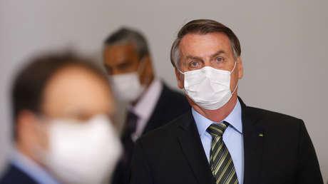 """""""Es una pregunta antipatriótica, infame"""": Bolsonaro reprende a una periodista que señaló su bajada de popularidad por la gestión del coronavirus"""