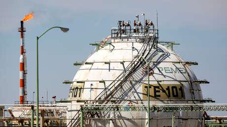 Petróleo mexicano se desploma a 10,37 dólares por barril, su mínimo desde 1999